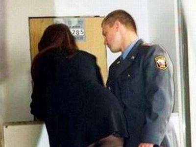 Два сотрудника УМВД Екатеринбурга получали деньги за покровительство