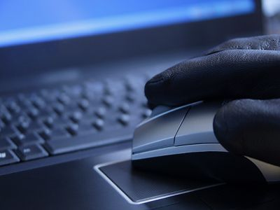 Хакер. Фото с сайта dabi.ru