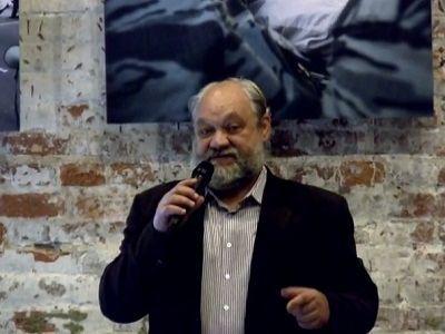 Илья Константинов. Скрин видеозаписи выступления в Сахаровском центре