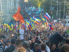 """В Москве проходит  """"Марш мира """" - сторонники  """"Новороссии """" устраивают провокации, а полиция бездействует..."""