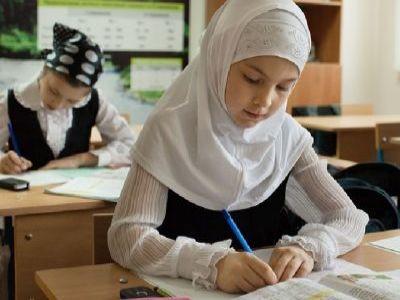 РПЦ сообщила, что хиджабы вшколах Чечни нарушают принципы светского образования