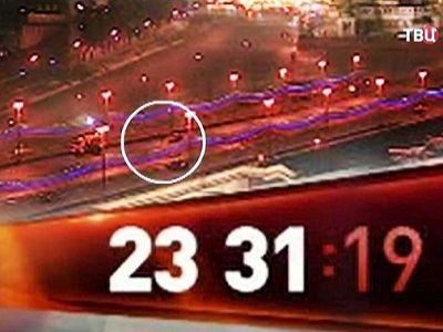 Скрин видеозаписи всепогодной камеры с места убийства Б.Немцова. Источник - http://www.tvc.ru/