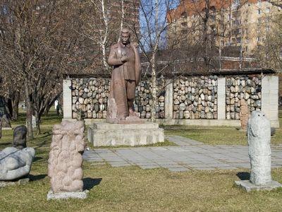 Арт-музеон. Парк искусств в Москве. Парк скульптуры за ЦДХ. Фото: www.mochaloff.ru
