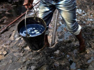 Саудовская Аравия иРоссия договорились заморозить уровень добычи нефти