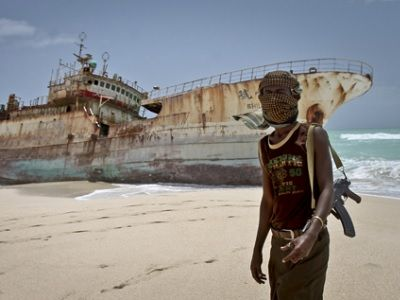 Пираты захватили судно сроссиянами уберегов Африки— МИД РФ