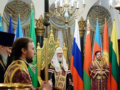 Патриарх Гундяев и штандарты. Публикуется - diak-kuraev.livejournal.com