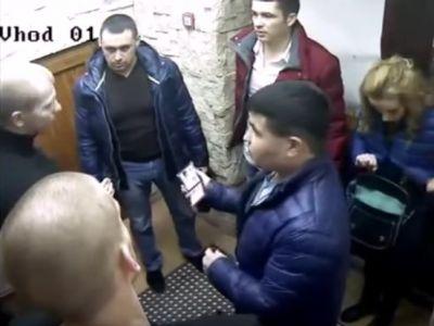 Милиция прокомментировала скандальное видео смаски-шоу вкафе Тюмени