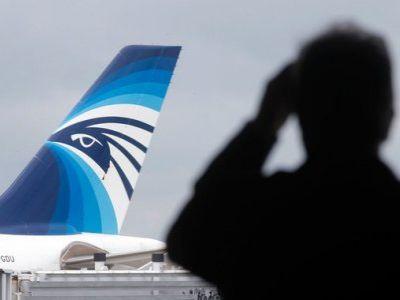 Самолет EgyptAir совершил экстренную посадку из-за сообщения обомбе