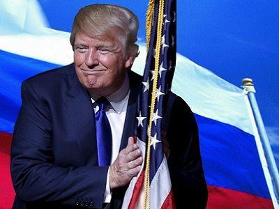 Дональд Трамп на фоне российского флага. Источник - socmedia.enisey.tv