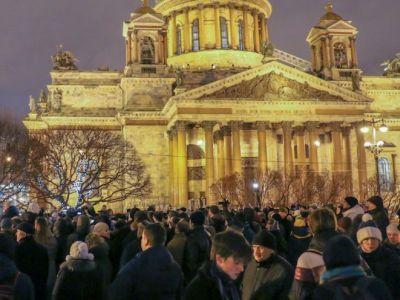 Оппозиция провела митинг против передачи Исаакиевского храма РПЦ