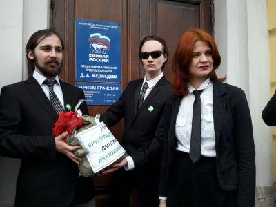 Враскрытых отчетностях фондов «тайной империи» Медведева отыскали расходы намиллиарды руб.