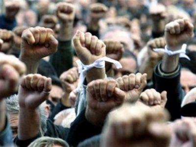 Сотрудники «Керченского металлургического завода» устроили митинг, требуют отоккупантов заработной платы