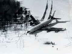 """Подбитый южнокорейский """"Боинг-707"""" получи льду Корпиярви. Публикуется во www.facebook.com/babchenkoa"""