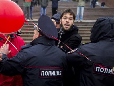 ВПетербурге прошла акция приверженцев  Навального— ОМОН вместо кино
