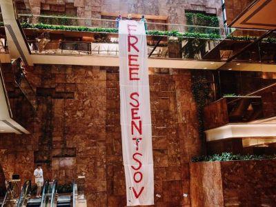 УTrump Tower появился баннер стребованием освободить пленника Кремля Сенцова