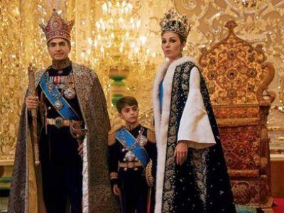 Шах Резу Пехлеви, императрица Фарах и крон-принц. Источник - yenisafak.com