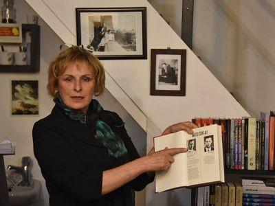 """Журналистка Рута Ванагайте и ее книга """"Наши"""". Фото: NEWSru.co.il"""