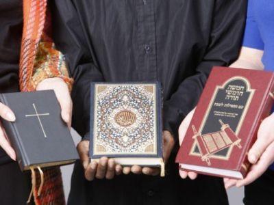 Библия, Коран, Тора. Источник: islam-today.ru