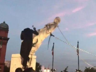 Бандиты в Балтиморе сносят памятник Колумбу, 04.07.2020. Фото: news-front.info
