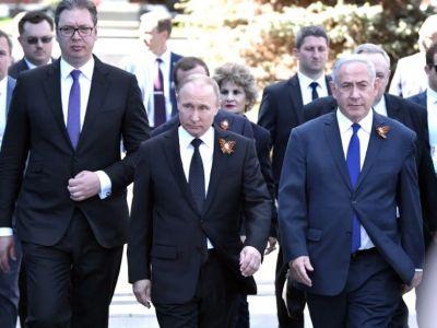 А.Вучич, В.Путин и Б.Нетанияху на Красной площади, 9.5.18. Фото: kremlin.ru