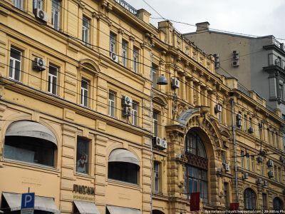 Доходный дом князя Гагарина на Кузнецком Мосту, 19 выстроили в конце XIX века архитекторы В.А. Коссов и Р.И. Клейн. Фото: varlamov.ru