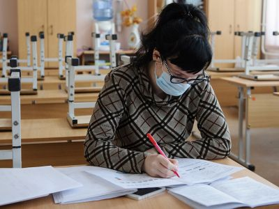 Учитель в коронавирус. Фото: Донат Сорокин / ТАСС