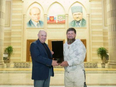 Кадыров опубликовал фото с Пригожиным и потребовал от ФБР 250 тысяч долларов